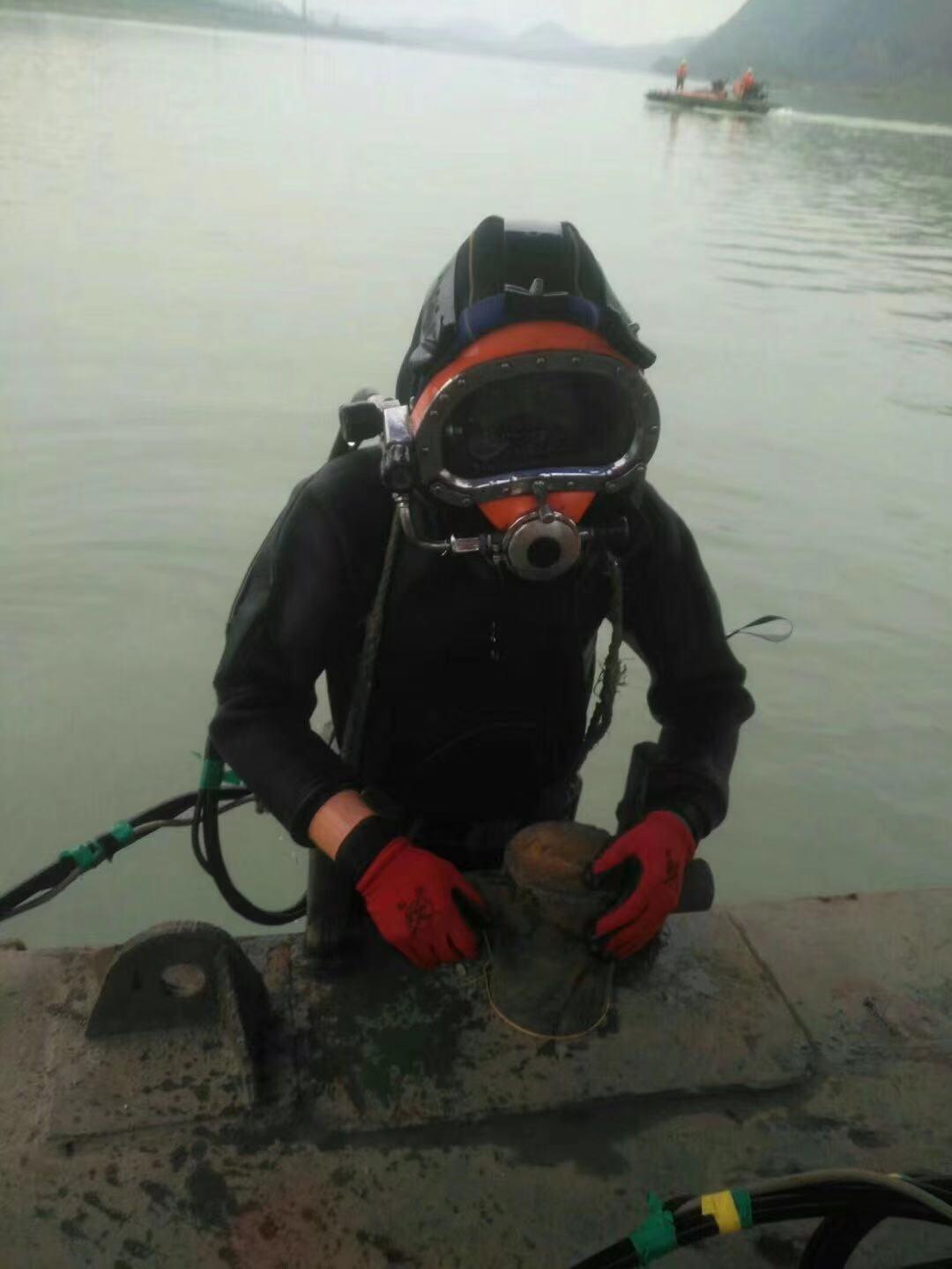 巴中市潜水蛙人水下堵漏公司价格是多少<浪淘沙潜水有限公司>