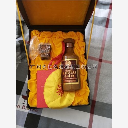 50年茅台酒瓶回收价高同行——东营【新闻】
