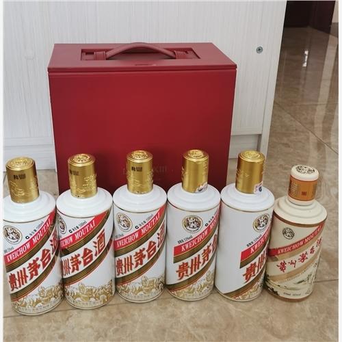 绵阳市轩尼诗李察瓶子回收【一个定制版双龙汇茅台酒瓶回收】