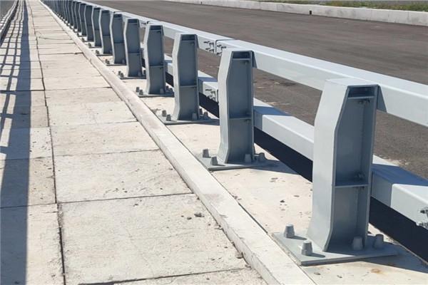 南昌市不锈钢碳素复合栏杆太原价格
