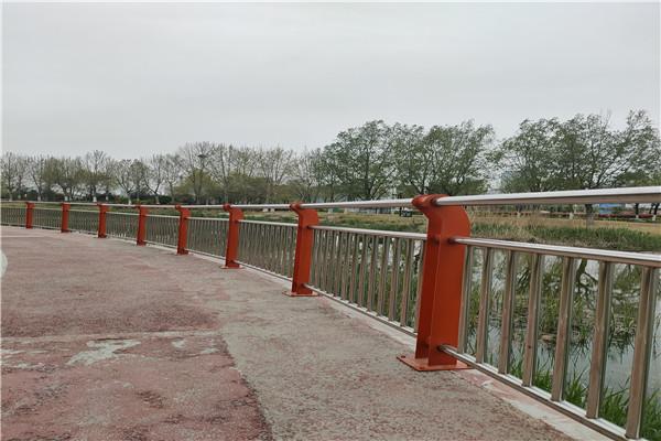 天水市防撞护栏支架价格