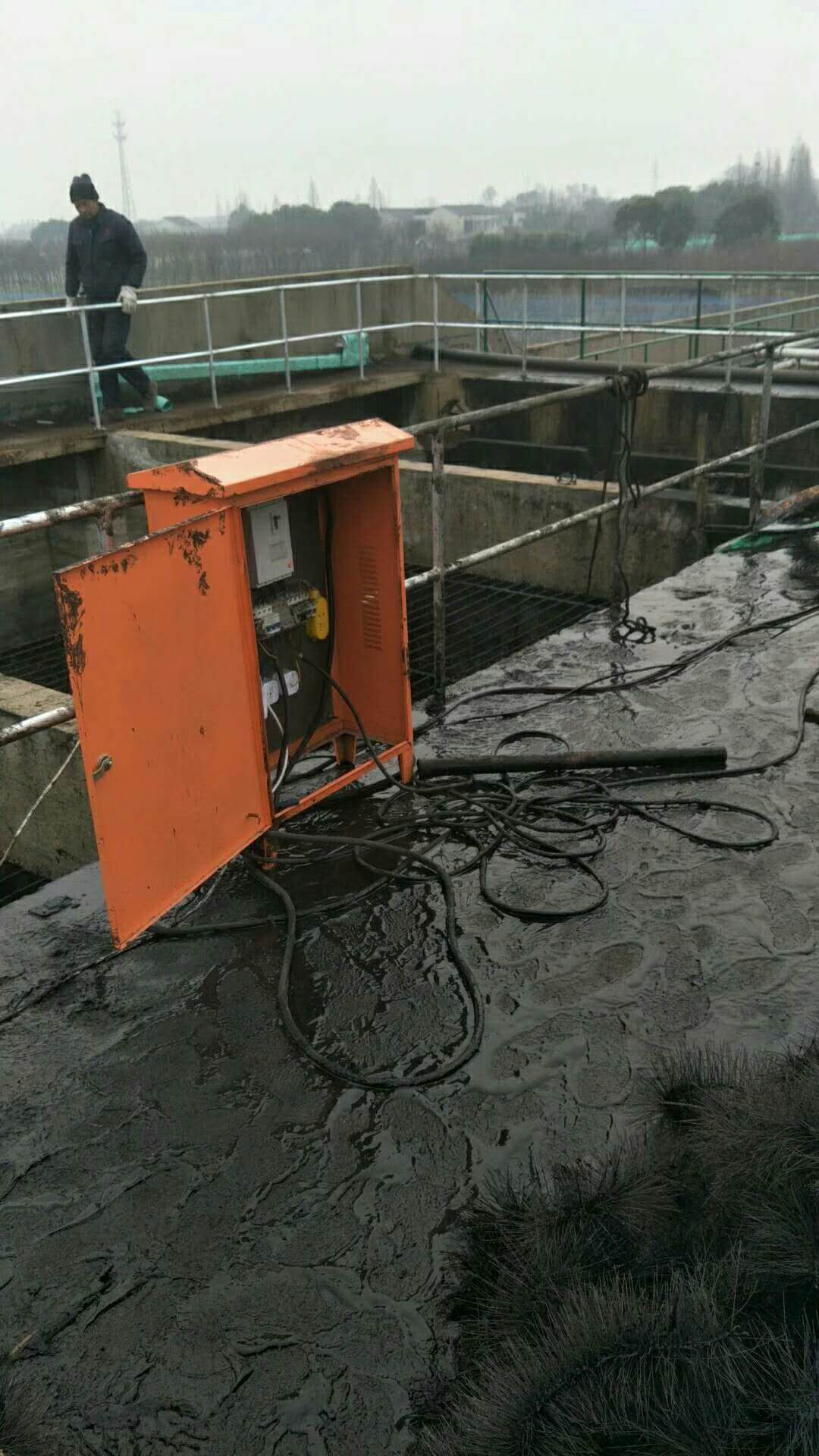 嘉兴市秀洲区嘉北街道清理填料池技术到位