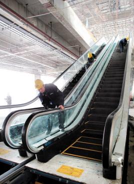 龙华新区手扶梯回收【铝踏步】,废铁咨询
