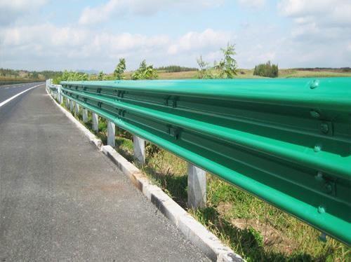 好口碑:赤峰高速波形护栏板厂家质量保证