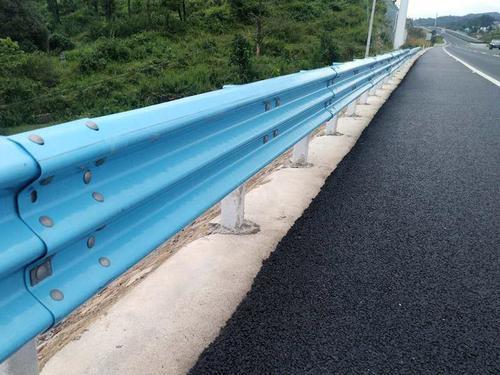 江苏镀锌波形护栏板质量可靠-行业推荐