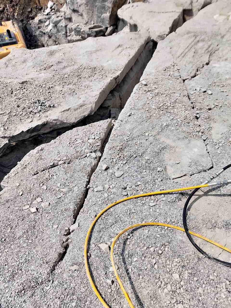 三沙市基坑静态岩石劈石机
