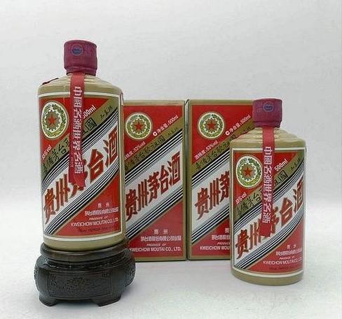 (狗年茅台酒瓶回收)狗年茅台瓶子回收多少钱咨询