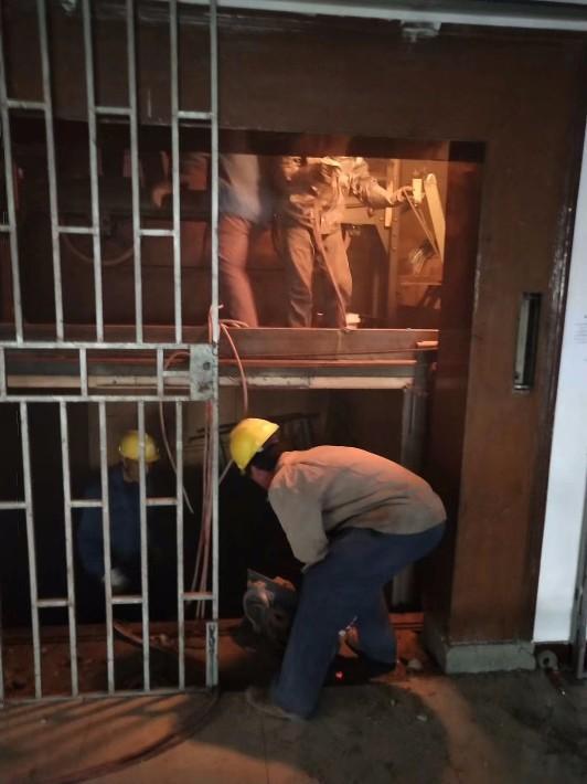 三角镇酒店电梯整体拆除步梯