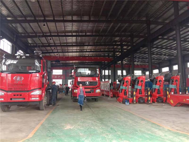 遂宁市陕汽德龙14吨随车吊多少钱一台