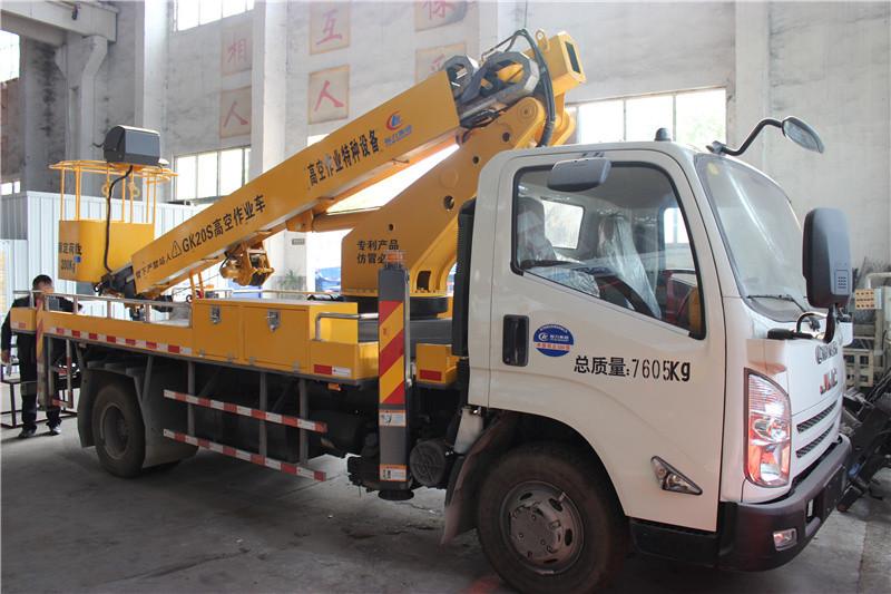 16米曲臂式设备维修车大图