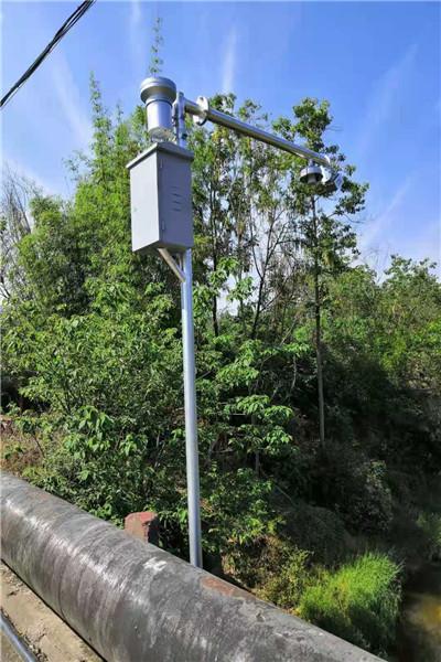铜仁市各类八棱锥形八角边杆,LED信息屏F型监控立柱杆_点击查看