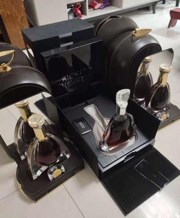 凉市12生肖金版茅台酒瓶回收【个人】酒窖库房积压洋酒名酒回收