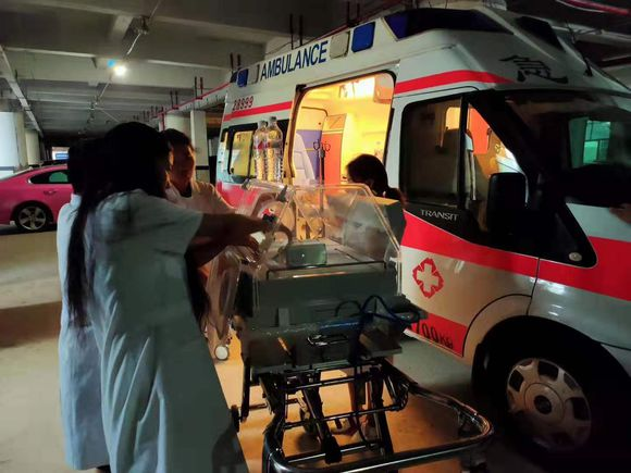 【在线咨询】果洛专业病人转院120救护车收费标准