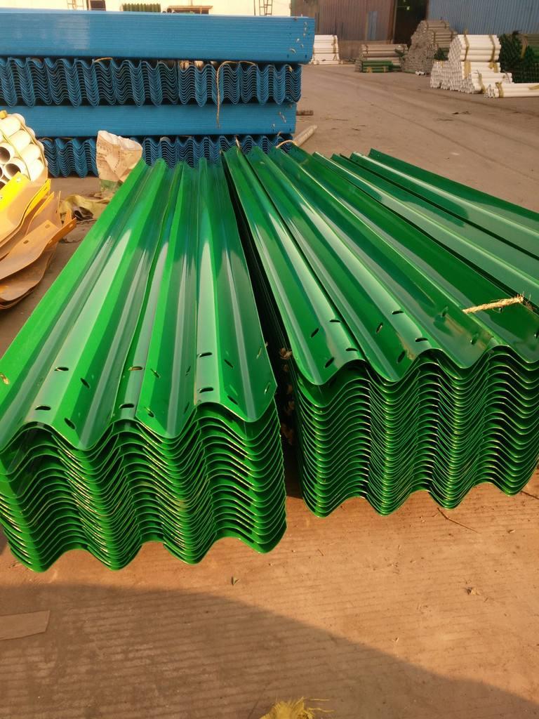 甘孜雅江波形梁钢护栏板喷塑与热镀锌