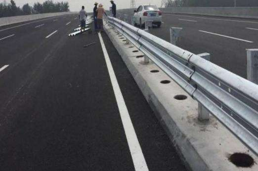 福州市闽侯县波形护栏板破旧护栏回收