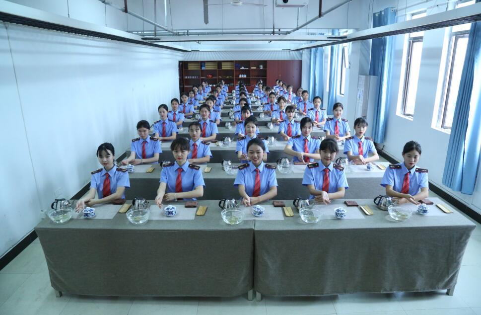 江西景德镇初中毕业学什么好报名条件--南昌向远轨道技术学校