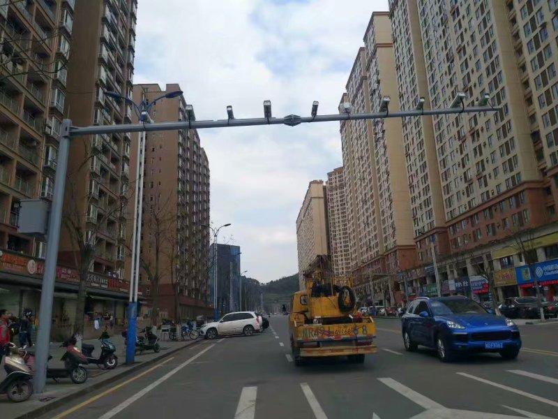 遂宁市蓬溪县视频抓拍八棱杆6.5*16米交通监控杆薄利多销