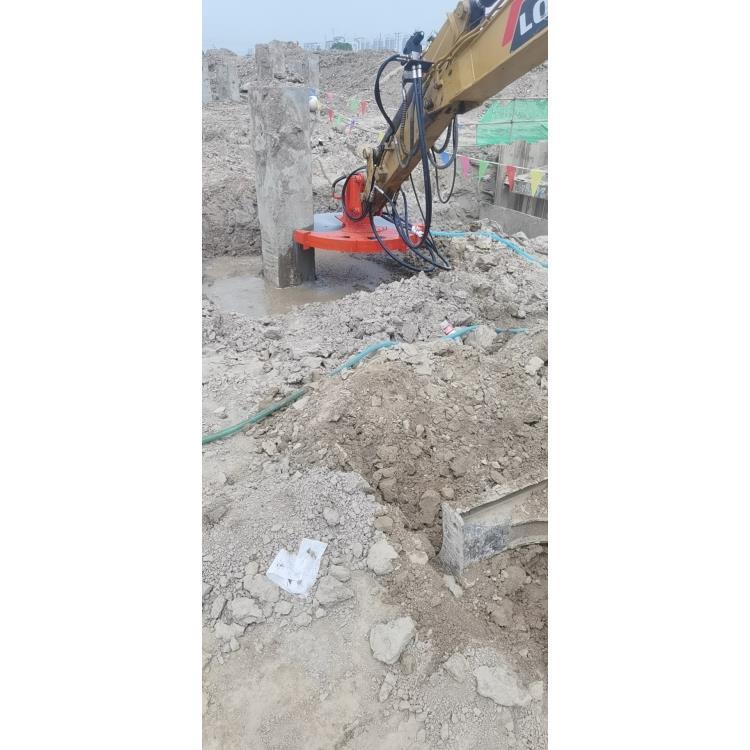 挖机加装锯锯木头:中德科工监制—冕宁县