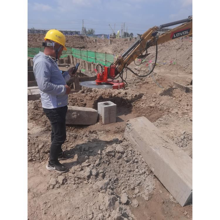 挖机加装锯锯木头:万泽愚公品牌—藁城区