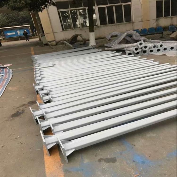 珙县雨量预警立杆5.5*5.5米热镀锌金属喷塑室外球机枪机监控杆长城垮的