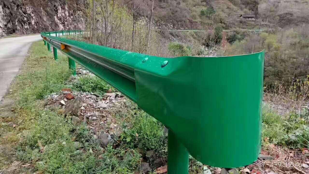 中山市横栏镇波形梁钢护栏板防撞护栏