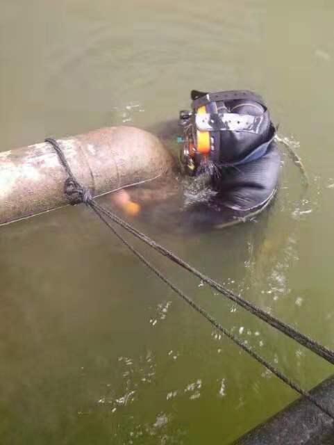 头条:新疆维吾尔自治区克拉玛依市(打捞-打捞-水下清淤)潜水打捞队伍欢迎来电