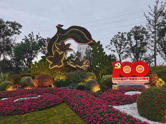 节庆绿雕制作-安康市72周年雕塑设计-【轩轩绿雕制作】