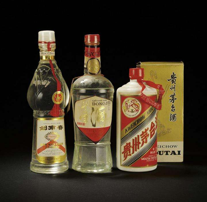 鞍山回收白瓷瓶茅台酒回收价