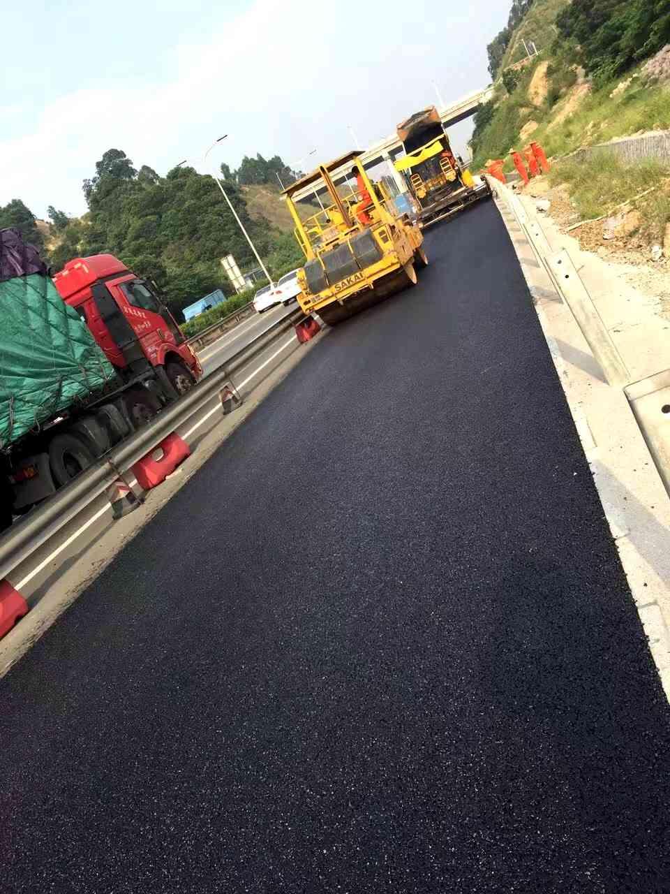 坡头小区沥青路面施工队