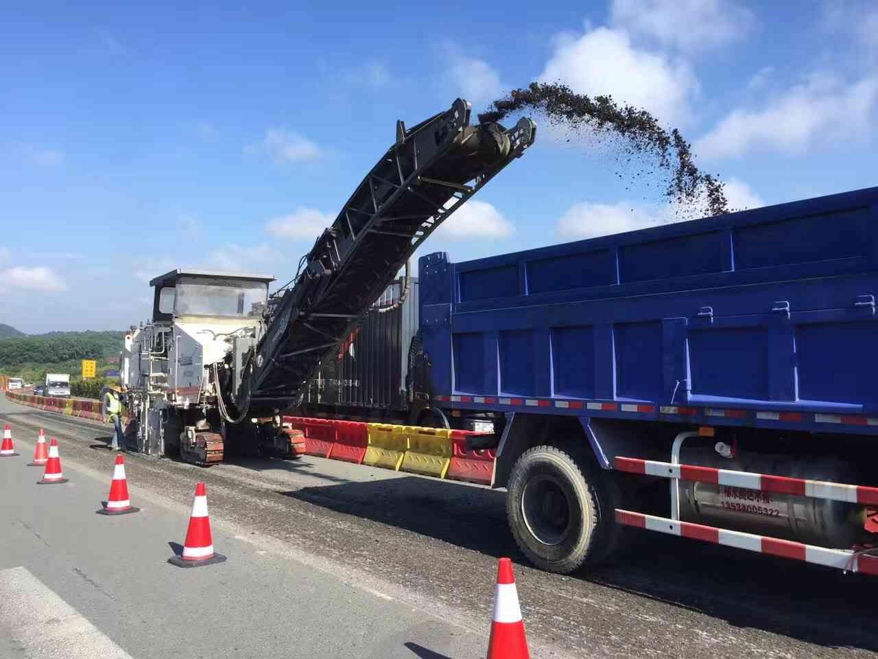 新兴东成柏油沥青路面施工包工包料