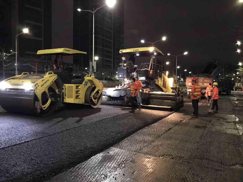 怀集幸福摊铺公路沥青路面施工