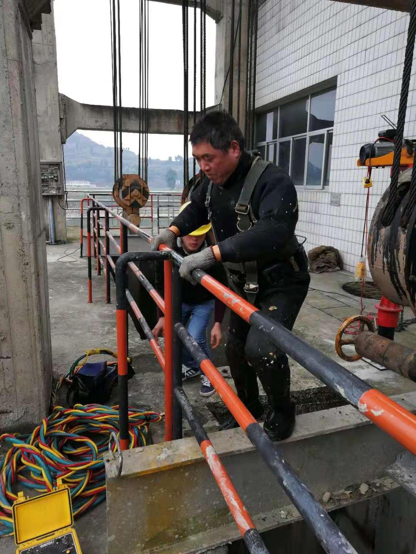头条:新疆维吾尔自治区乌鲁木齐市(专业潜水员 水下打捞-水下切割)专业打捞、价格