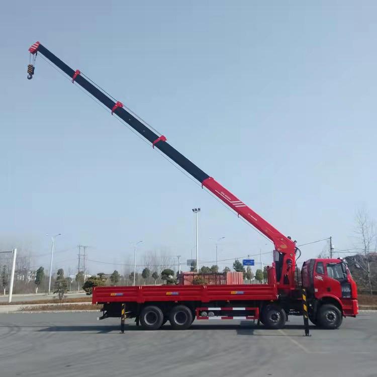 伊春市重汽豪曼6.3吨随车吊优惠价格--新推荐