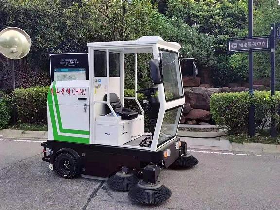 丹东驾驶扫地车的生产厂家-欧博森扫地车多少钱