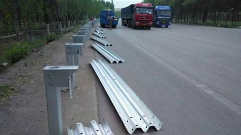 锡林郭勒盟二连浩特专业回收二手公路护栏2021