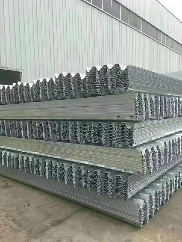 信阳市2021公路波形护栏板-热镀锌护栏