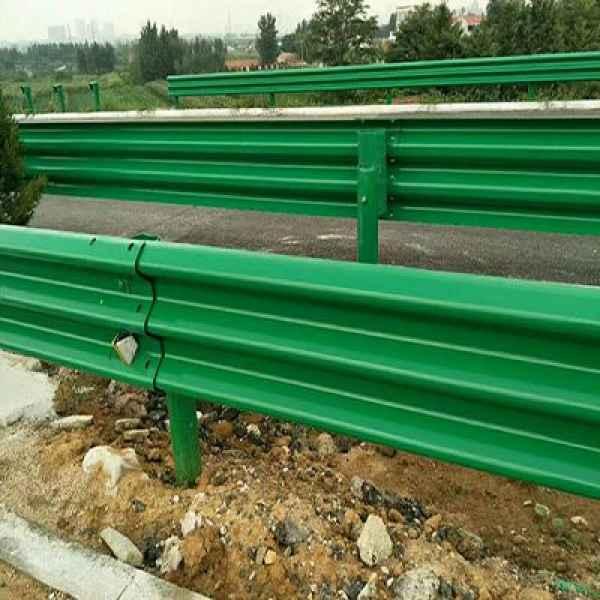 濟寧市汶上縣公路波形梁護欄熱鍍鋅護欄