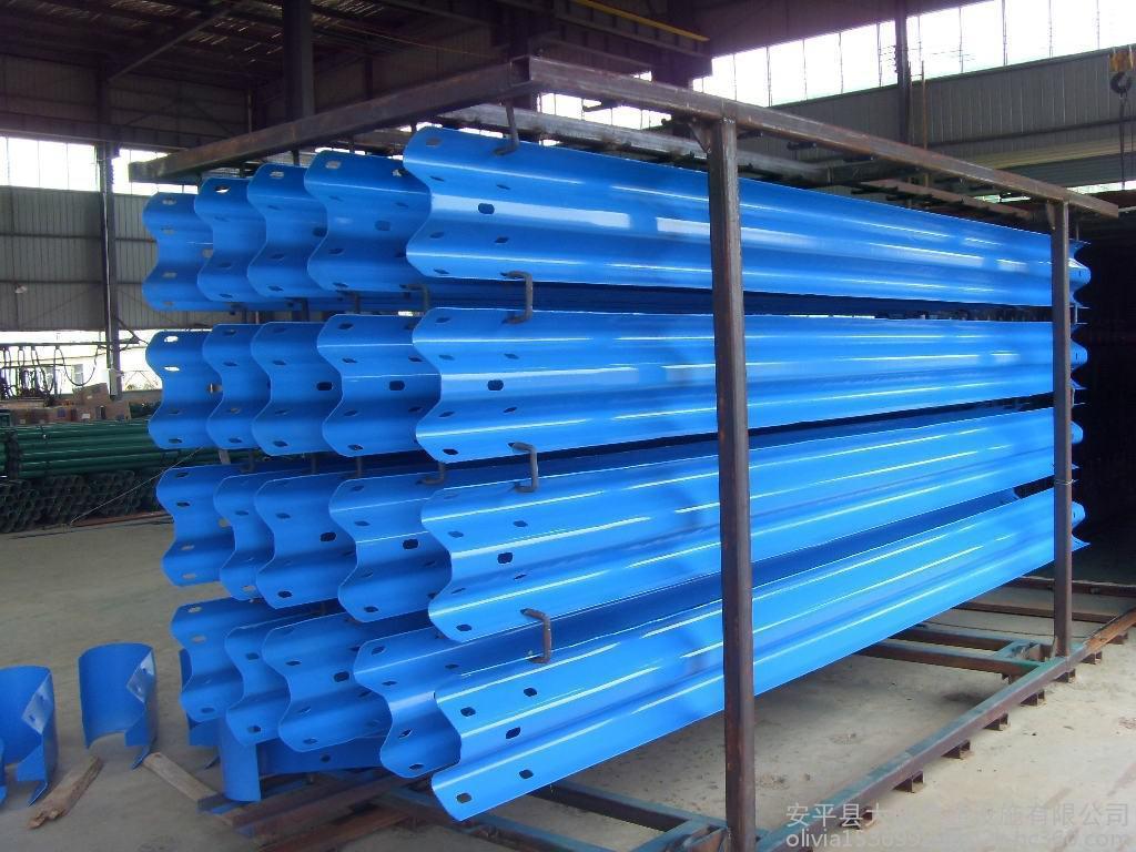 这里看:昭通波形梁钢护栏板高品质产品